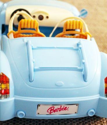 Voiture Barbie bleu ciel