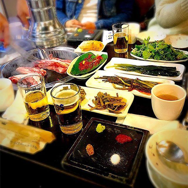 2017/11/08 #夜ごはん#晩ごはん#韓国#旅行#韓国旅行#南大門#サムギョプサル#ビール#瓶ビール#キムチ#ゴマの葉#お肉#肉#豚肉#焼肉#やきにく# Korea#dinner#beer#cuss