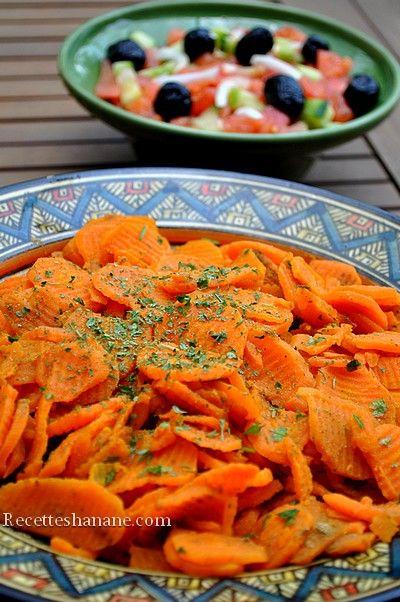 Au Maroc, autour du plat principal, on sert souvent des salades chaudes et froides, rafraichissantes, c'est une bonne habitude chez la plupart des familles Marocaines car cela permet de consommer beaucoup de légumes variés avec des modes de cuisson différents...