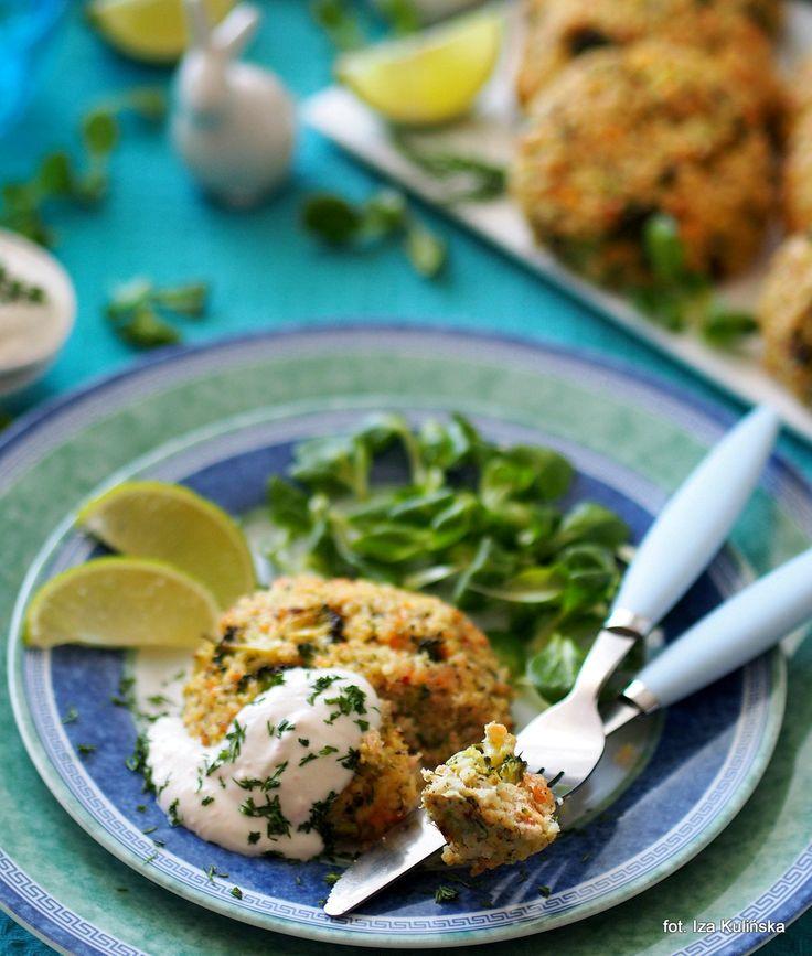 Smaczna Pyza: Kotleciki z kaszy, łososia i brokułów