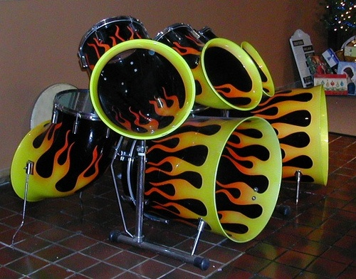Check out the crazy shell shape of this drum set! So weird haha