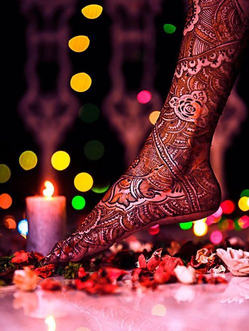 Adorn the new beginning of your life with aesthetic mehndi designs! #knottydays #mehndiart