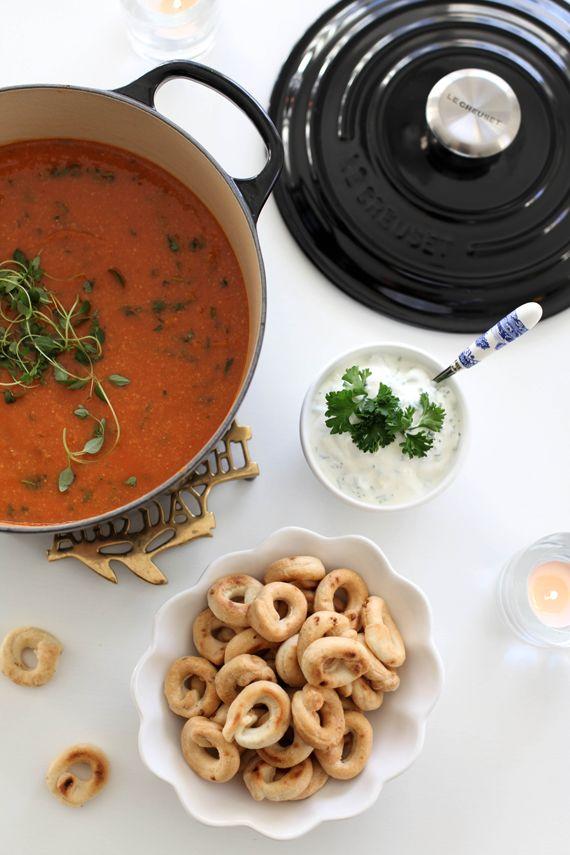 Det här måste ni testa - Andalusisk grönsakssoppa med kikärtor och tomat!         Tjingeling fina ni!             Först vill jag...