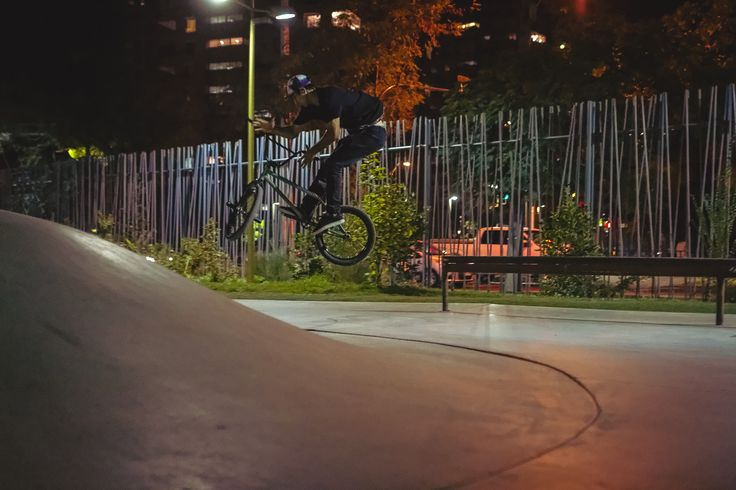 Grind to BarSpin on the Las Condes SKATEpark, lucky mbx Day