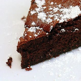 The Nesting Project: Easy Chocolate Cake to Start Your Week