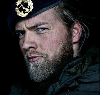 Oficial de la marina de Noruega es la reencarnación de Thor - Taringa!