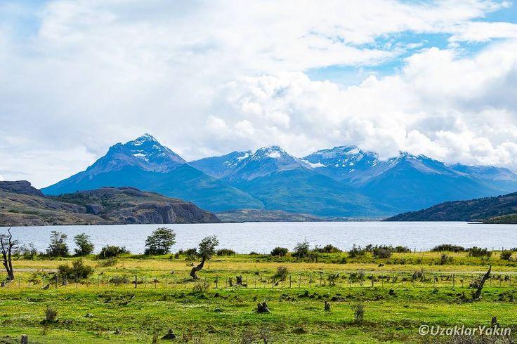 Şili patagonyasının yıldızı her ne kadar Puerto Natales olsa da Lago Sofia da günü birlik bir geziyi hakediyor. Dağların arasındaki bu göl aynı zamanda sıcak patagonya günlerinde (ne kadar sıcak olabiliyorsa :) ) insanların girip serinlediği bir yer. #puertonatales #patagonia #patagonya #şili #lagosofia