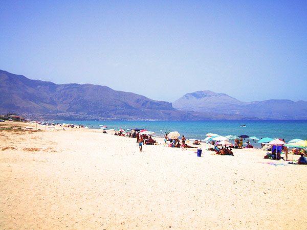 La splendida spiaggia di Alcamo Marina