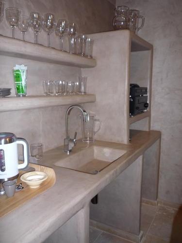Bar en tadelakt tadelakt waterproof earthen plaster for Tadelakt bathroom ideas