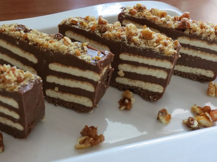 Ciocolata de casa cu biscuiti si crantz de nuci