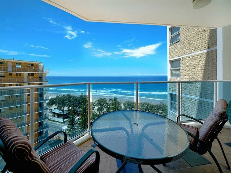 Beachfront Apartment - Must Be Sold! - Surfers Paradise
