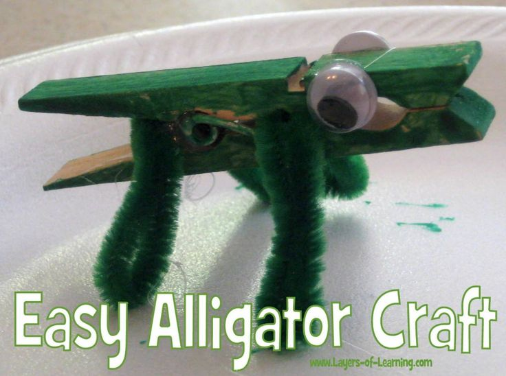 Clothespin Alligator Craft plus printable alligator facts for the lesson