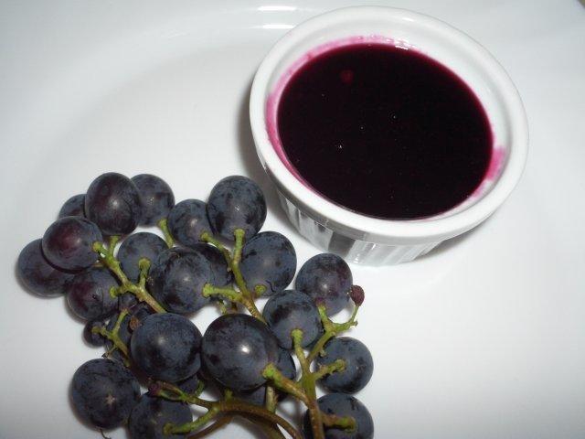 Das perfekte Weintraubenmarmelade mit einen Hauch Aronia-Rezept mit Bild und einfacher Schritt-für-Schritt-Anleitung: Weintrauben waschen und von den…