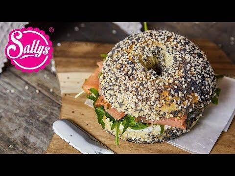 Bagels are soft, luftige Brötchen, with a hole in the middle, what a bew …
