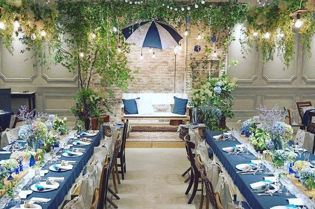 2016.07.20 *あいあい傘* ネイビーのテーブルクロスの上に カラフルなブルーのガラスの瓶 紫陽花をたっぷり飾って ''6月らしい'' デコレーションになりました◎ ・ #wedding #weddingphoto #dress #junebride #weddingplanner#weddingphotography #bridal #trunkbyshotogallery #weddingdress #fultonumbrella #fultonumbrellas #アンブレラ #ドレス見学 #ヘッドアクセサリー#プレ花嫁 #卒花#ウェディング #オリジナル#ブライダル #結婚式 #ウェディングプランナー #傘 #式場見学 #プロポーズ #入籍 #ウェディングドレス