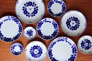 波佐見焼のお皿。大きさにバリエーションがあって使い勝手が良さそうです。