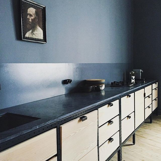 Frama Studio Kitchen in the apartment of our great friends and partners Kråkvik & D'Orazio in Oslo. The wall is painted with St. Pauls Blue developed by Frama & @jotunlady. Regram @kraakvikdorazio #framacph #frama #framastudiokitchen #framastudiocabinets #stpaulsblue #stpaulscolor