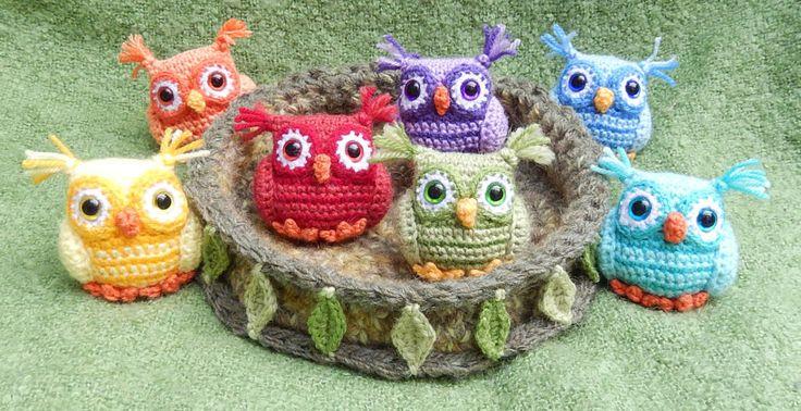 FREE Nesting Rainbow Owls amigurumi crochet pattern! By Moji-Moji Design