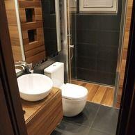 Łazienka - czerń, biel i drewno