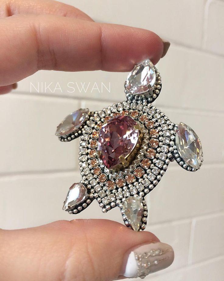 "117 aprecieri, 3 comentarii - АКСЕССУАРЫ NIKA SWAN Jewelry (@nikaswan_accessories) pe Instagram: ""Черепашка... ☺ Давненько их не делала! ______________________ #черепаха #черепашка…"""