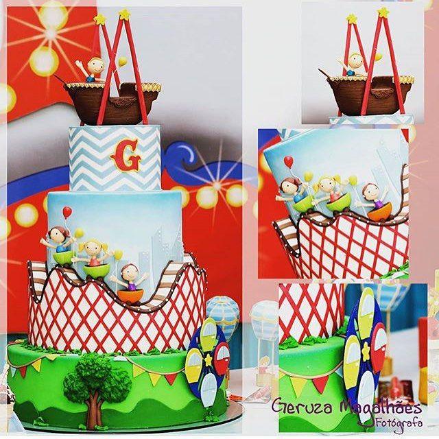 Estive presente nessa festa e fiquei encantada com esse bolo da @cacau2you no tema Parque de diversões!!! Muita criatividade! Foto by @geruzamagalhaes01 #bolodecorado #cake #cakedesigner #ideas #instaparty #festainfantil #parquedediversoes