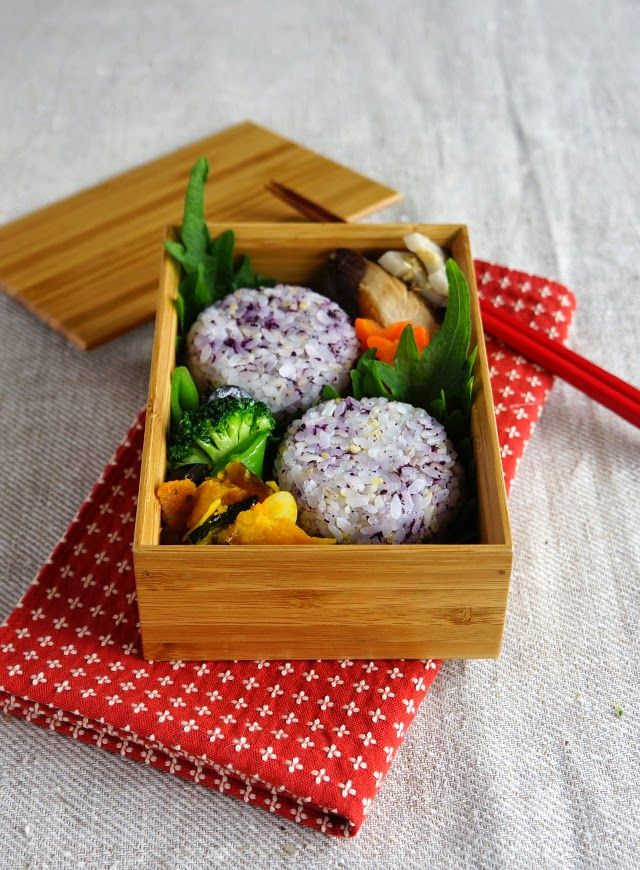 R journal: ゆかりのおにぎり弁当・Japanese riceball bento