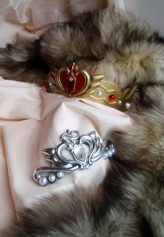 Looking for the last detail of your Royally Sailor Moon cosplay? You definitely need a tiara! Our team continues to create authentic staff for you.