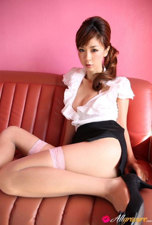 Aki Hoshino keeping it classy but also so very sexy