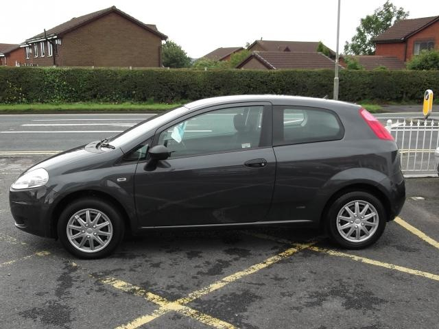 How To Replace Brake Pads And Discs On The Fiat Grande Punto 1.2 2006 - 2009