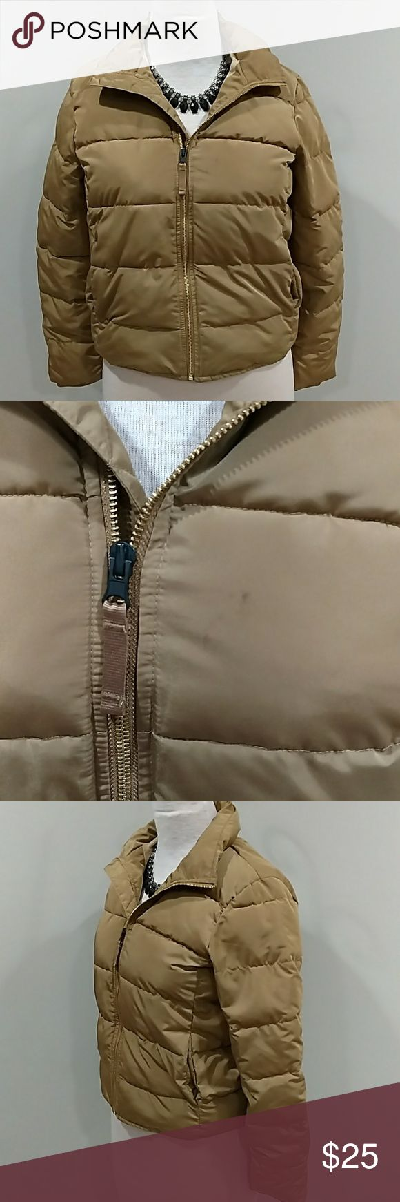 GAP WOMEN'S PUFFER COAT ALTERNATIVE TO DOWN SZ M GREAT GAP PUFFER COAT. GOLD COLOR. EVERYTHING IS GREAT IN THIS COAT EXCEPT 1 SMALL STAIN..... SEE PIC. THIS IS A PRIMALOFT DOWN ALTERNATIVE FILTER COAT. GAP Jackets & Coats Puffers