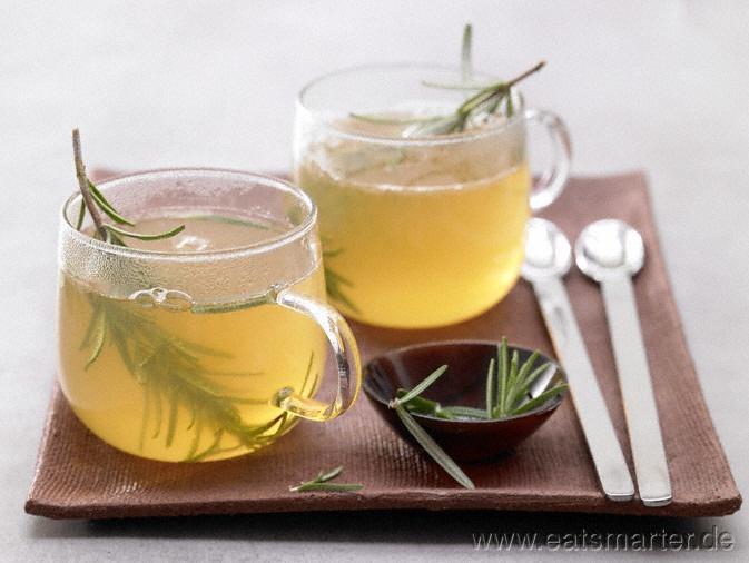 Aromatischer Trinkgenuss, ideal als Digestif oder Stärkungsmittel: Rosmarintee mit Orange