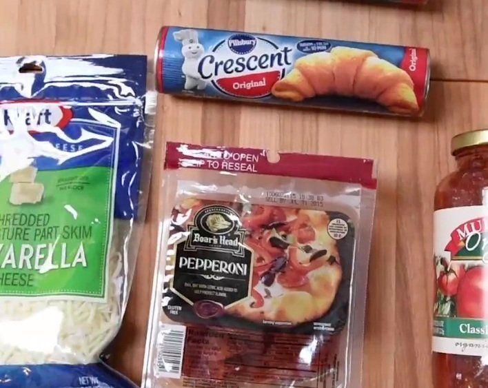 Pizza liefhebbers opgelet: Deze pizza ring van croissant deeg is echt onweerstaanbaar!