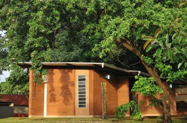 De taipa, casa rústica de verdade pode custar R$ 700 o m². Você faria?