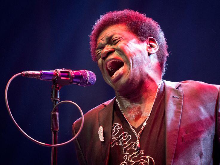"""Ein Grosser der Soul-Musik ist tot. Charles Bradley ist am Samstag an den Folgen einer Krebserkrankung gestorben. Charles Bradley (1948-2017) ist tot. Der Spät zu Ruhm gekommene Soul-Musiker, der auch unter seinem Spitznamen """"Screaming Eagle of Soul"""" (""""Schreiender Adler des..."""