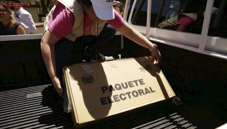 Abren centros de votación para elegir diputados y alcaldes en El Salvador