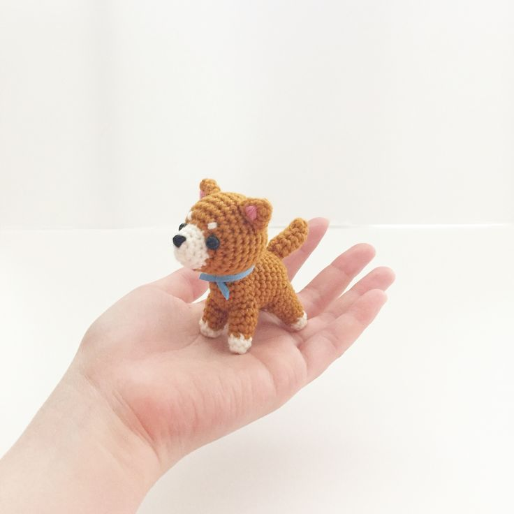 Crochet sibainu dog puppy doll amigurumi by isodreams (instagram.com/isodreams)
