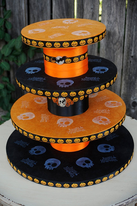 Halloween cupcake standHalloween Theme, Theme Cupcakes, Cupcake Stands, Themed Cupcakes, Fall Halloween, Halloween Cupcakes, Halloween Cake Stand, Cupcakes Rosa-Choqu, Cupcakes Stands