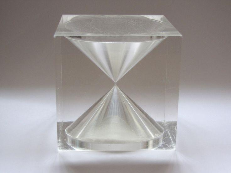 TIIMALASI (hourglass), designed by Tapio Wirkkala. Made of acrylic.