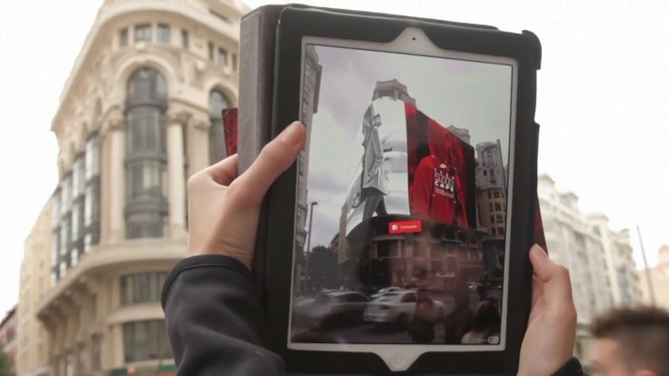 Pedestrians strolling the city of Madrid can discover the new NIKE TECH PACK collection by means of a customized augmented reality application (powered by Layar's technology using the Layar SDK). Developed by Interactive Agency Globalzepp from Spain.