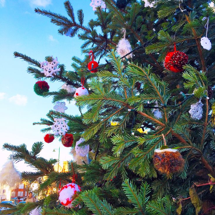 #yarnbombed #yarnbombing #christmas #tree #knitted #crochet #dorking