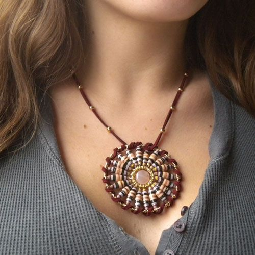 I truly wish they would have posted the pattern!      Paper Beads Mandala