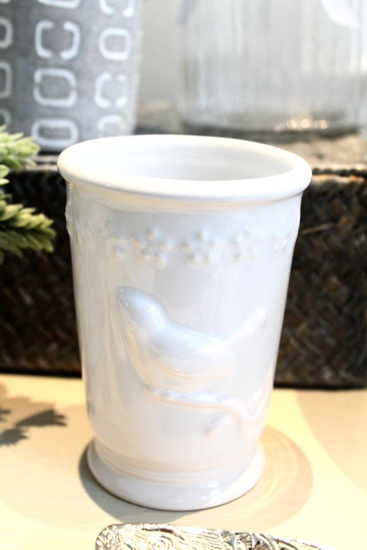 Verre en porcelaine avecoiseau  8 x8 x11 cm 24$ Contactez-nous 581-996-9001