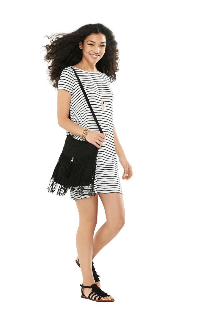 Les rayures blanches et noires ne se démodent jamais : elles sont encore plus tendance sur une #robe trapèze. On adore! #ModeABasPrix #robes #ModePrintanière #Printemps2016 #ModePourFemmes