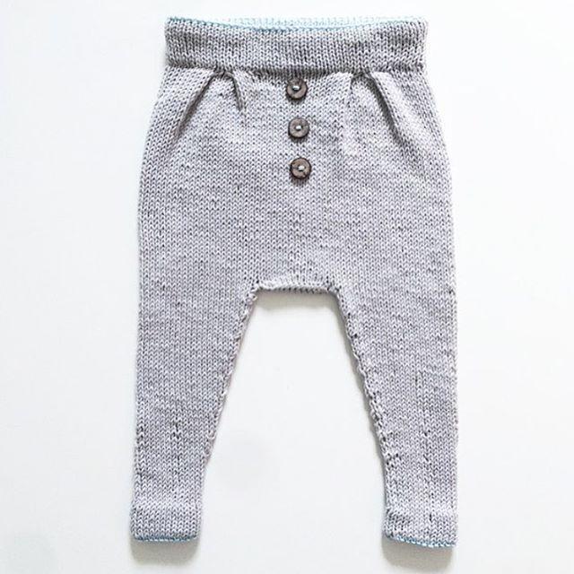 Reader's mini knit. Perfection. || Hun er alt i gang med en ny og det er jammen vi også etter å ha sett dette eksemplaret, @frktinemor. #vielskerguttestrikk Pattern: Baggy trousers, Ministrikk.no