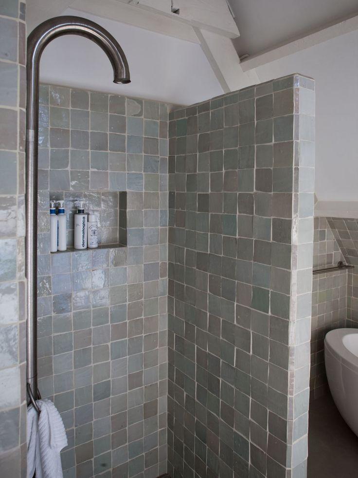 25 beste idee n over betegelde badkamers op pinterest badkameridee n douche ruimtes en houzz - Open douche ruimte ...
