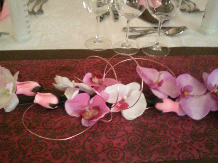 Centre de table fil aluminium rose orchid es et roses en bois by ga lle d co d co de mariage - Deco mariage orchidee ...