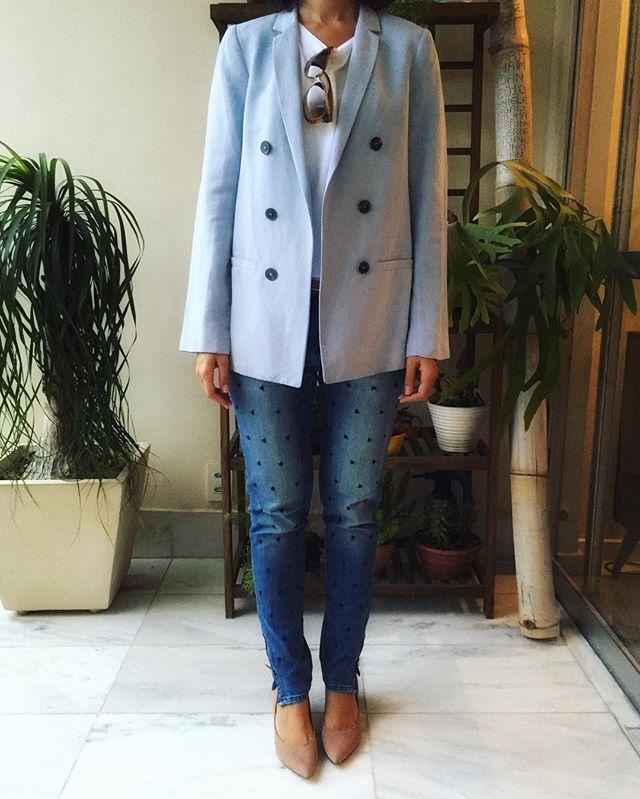 Blusa @gap / Blazer @zara / Calça @lelisblanc / Cinto @animalebrasil / Scarpin @arezzo / Óculos @balenciaga  #ootd #workwear #gap #zara #lelisblanc #animale #arezzo #balenciaga #lookdodia #lookoftheday