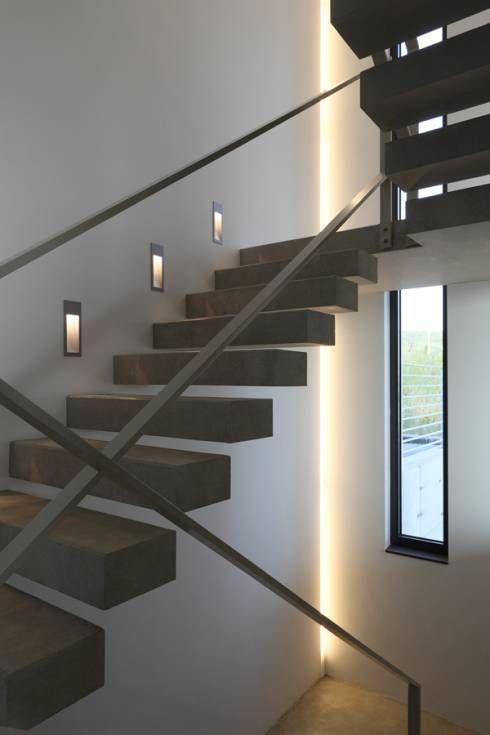 Haus Rheinblick: Modern Flur, Diele & Treppenhaus von wirges-klein architekten