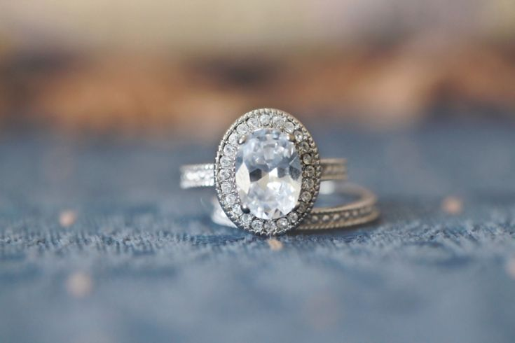 Vintage Oval Diamond Engagement Ring and Band. SOOOOOO pretty!!!