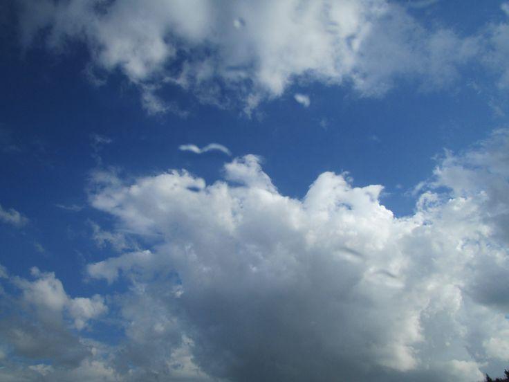 Bazı yörelerde  kahve fincanına bakma yerine bulutlara bakıp ,fala bakarlarmış..